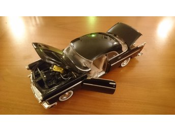 Motormax 1955 Chrysler C300 1:24