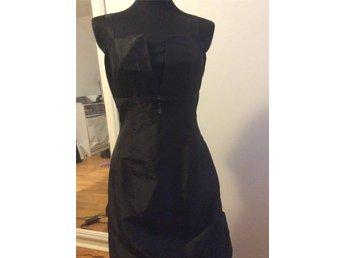 54c8151dbc1d Fin till fest i svart fodrad klänning figurformad från Steilmann str 38