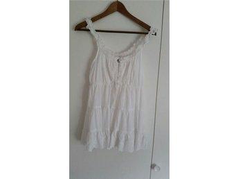 Jättefint romantiskt linne i storlek 40 med fina detaljer - Fritsla - Jättefint romantiskt linne i storlek 40 med fina detaljer - Fritsla