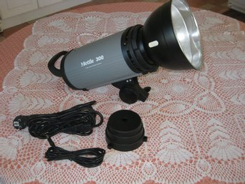 Mettle 300 Professional Studio Flash - 300W