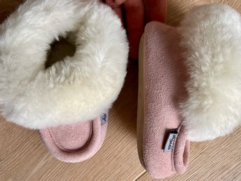 Fina varma tofflor skor 20 21 22 fårskinnstofflor