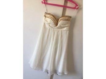 Bandeau klänning vit/guld från Elise Ryan storlek XS - Gällivare - Bandeau klänning vit/guld från Elise Ryan storlek XS - Gällivare