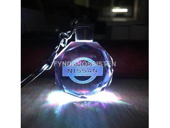 LED Light Car Logo Key Chains Nyckelring Nissan Fri Frakt Ny
