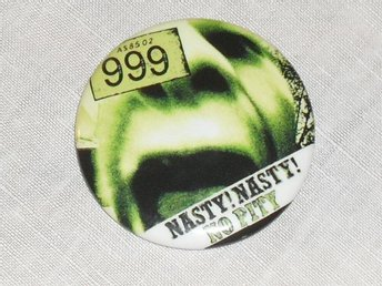 999 - STOR Badge / Pin / Knapp (Punk, Nasty, 1977,)