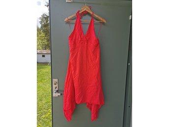 Röd klänning från twist and tango i strl 42 (402104825) ᐈ