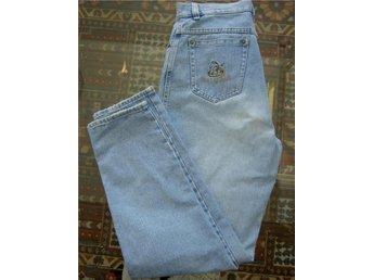 JEANS från ITALIENSKA ANTHEA med BRODERIER mom-jeans el boyfriend-jeans Stl 40 - Ljungbyholm - JEANS från ITALIENSKA ANTHEA med BRODERIER mom-jeans el boyfriend-jeans Stl 40 - Ljungbyholm