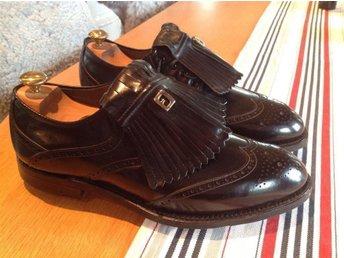 Golfskor Footjoy Classics US 9D, 42, Ransydd lädersula, svart vingtip, handsydda - Båstad - Golfskor Footjoy Classics US 9D, 42, Ransydd lädersula, svart vingtip, handsydda - Båstad