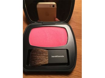 Bare Minerals blush frensh kiss.
