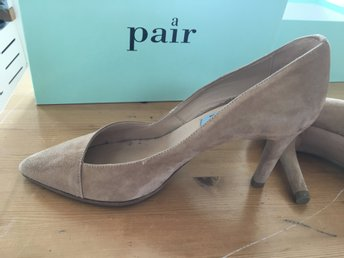 A pair pumps i beige mocka stl.38