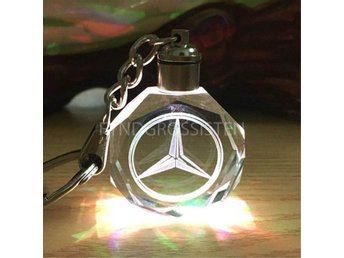 LED Light Car Logo Key Chains Nyckelring Mercedes Fri Frakt Ny