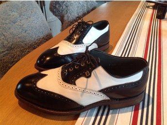 Golfskor Footjoy Classics, 9EEE, (43) waterproof, randydd lädersula, made in USA - Båstad - Golfskor Footjoy Classics, 9EEE, (43) waterproof, randydd lädersula, made in USA - Båstad