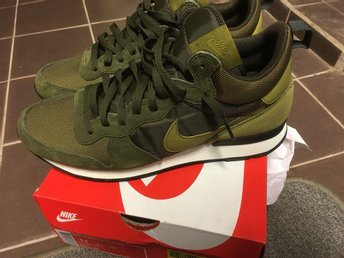 Nike internationalist mid nya slutsålda strl 45