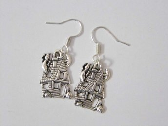 Hemsökt hus örhängen / Haunted house earrings
