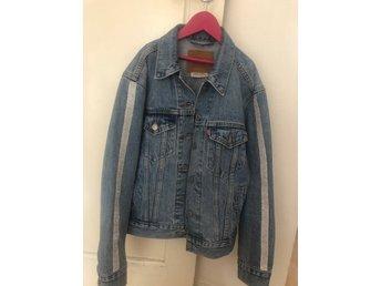 Super fin jeansjacka från Levis i strlk XS med.. (408985262