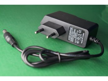 12V 1A Laddare/Adapter Helt Ny