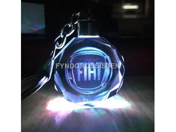LED Light Car Logo Key Chains Nyckelring FIAT Fri Frakt Ny