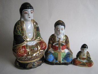 JAPAN, Satsuma, 3 st figuriner
