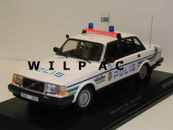 Minichamps 1:18 Volvo 240 POLIS årsmodell 1986 STOR o.FIN1 av endast 300 stycken - Zundert (nl) - Minichamps 1:18 Volvo 240 POLIS årsmodell 1986 STOR o.FIN1 av endast 300 stycken - Zundert (nl)