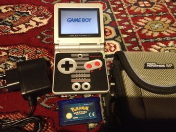 Game Boy Advance SP NES Edition+Pokemon Sapphire