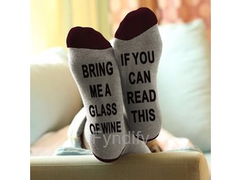 "Roliga Strumpor ""If You Can Read This Bring Me A Glass of Wine"" Unisex Socks"