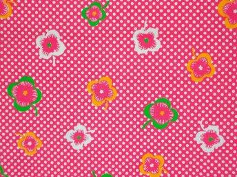Retro Oanvänt tyg Prickar och blommor - Gävle - Fint retro-tyg - oanväntBomullPå bilden där tyget häger på galge är det dubbelvikt90*91cm - Gävle