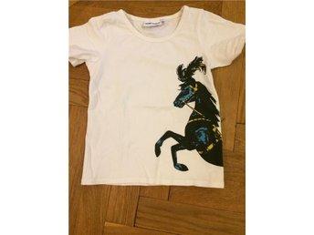 Tshirt med hästprint från Mini Rodini stl 116/122 - Stockholm - Tshirt med hästprint från Mini Rodini stl 116/122 - Stockholm