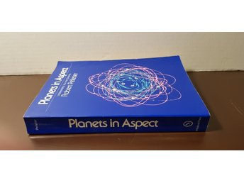PLANETS IN ASPECT av Robert Pelletier ISBN 0-914918-20-6