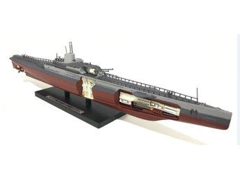 Atlas Editions Submarine Series - French submarine Surcouf - 1/350 scale