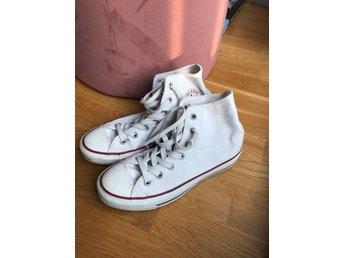 5ffd8719eed Höga Converse skor med dragkedja i bak (346408480) ᐈ Köp på Tradera