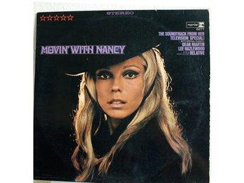 Javascript är inaktiverat. - Perstorp - Nancy Sinatra - Movin with Nancy. Reprise Records - RS 6277. Spelar fint, mindre knaster. Fint fodral för att vara från 60 talet. Slitage på öppningskanterna, ett par tears och ringmärke. - Perstorp