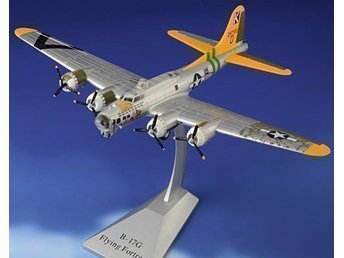 Boeing B-17G WW2 bomber in 1/72 scale. Nice!