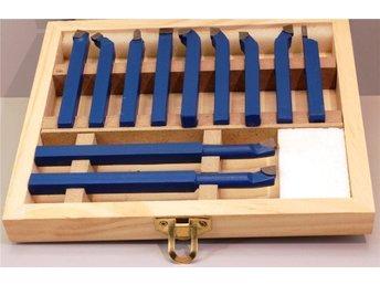 Javascript är inaktiverat. - Degerfors - Svarvstålsats med lödda snabbstålsskär för inn och utvändig beartbetning 11 delar 6x 6mm12x 12, 10x 10 och 8x 8mm svarvstål finns i vår butik - Degerfors