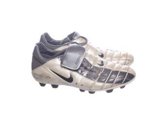 new products fd8b9 60f8a Nike, Fotbollsskor, Strl  42,5, Total 90, Grå Vit