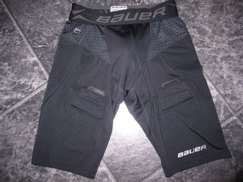 Suspshorts Bauer Premium Compression. Storlek Youth L.