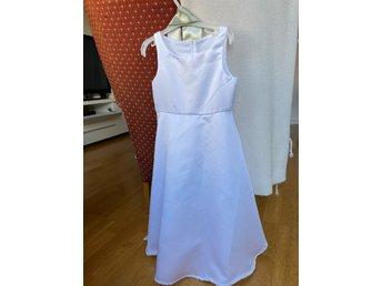 Brudnäbb klänning i st 4 (421153489) ᐈ Köp på Tradera