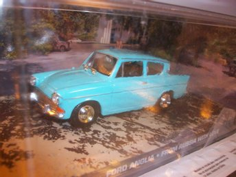 Ford Anglia James Bond Diorama, 1:43, MINT!