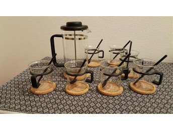 Bodum Kaffepress och 7 kaffeglas / muggar med underlägg och skedar - Västervik - Bodum Kaffepress och 7 kaffeglas / muggar med underlägg och skedar - Västervik
