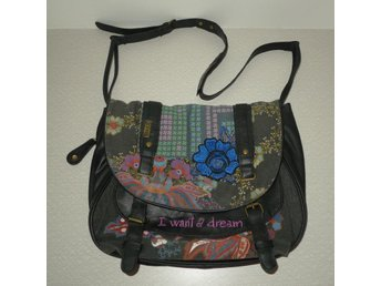 "Desigual axelrems väska ""I want a dream"""