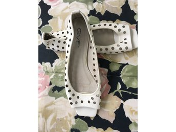 vita skor låg klack