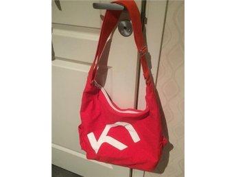 Kari Traa praktisk röd tränings bag - Stockholm - Kari Traa praktisk röd tränings bag - Stockholm