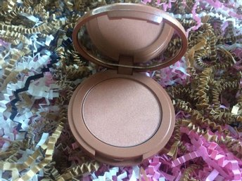 Tarte Amazonian clay 12-hour highlighter in Daygleam (NO BOX)