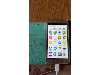 Javascript är inaktiverat. - Rossön - Samsung galaxy S5 neo. Tyvärr en liten spricka men funkar bra.Mobilfodral medföljer. - Rossön