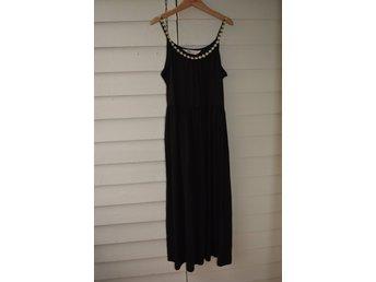 d69c25198461 Snygg NY svart långklänning med tunna axelband .. (351931869) ᐈ Köp på  Tradera