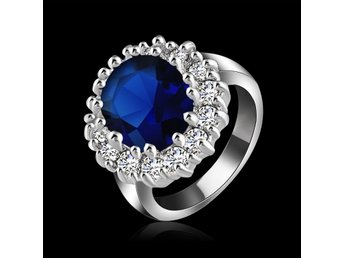 Silver ring.18mm med zirkonia kristaller.Nu 1 sek. - Newton - Silver ring.18mm med zirkonia kristaller.Nu 1 sek. - Newton