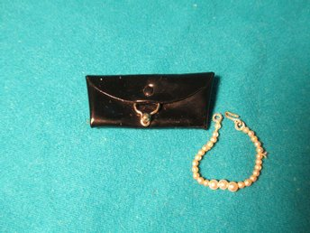 ***WOOW**HTF BLACK CLUTCH & GRADUATED NECKLACE (ORIGINAL)**VINTAGE