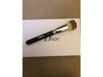 Dior Backstage foundation buffing borste