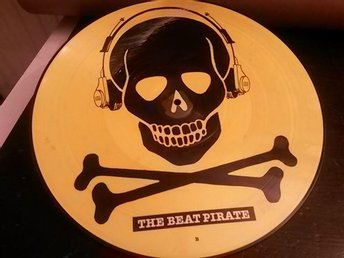 "THE BEAT PIRATE - Maxisingel,12"" - Bildskiva/Picture Disc med Dödskalle"