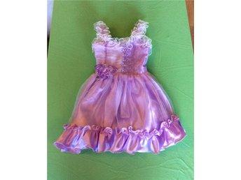 Prinsessklänning - 98 - klänning - lila - syren - strass - volang - nyskick - Lund - Prinsessklänning - 98 - klänning - lila - syren - strass - volang - nyskick - Lund