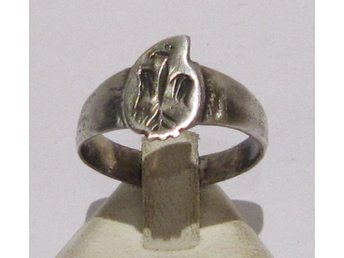 VACKER MEDELTIDA SILVER RING MED ÖRN /  POST-MEDIEVAL SILVER RING WITH EAGLE