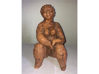 Bergsten-keramikfigurin- kvinna i keramik- lerskulptur - Husby-rekarne - Bergsten-keramikfigurin- kvinna i keramik- lerskulptur - Husby-rekarne